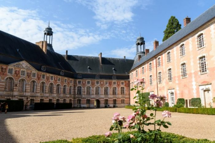chateau-saint-fargeau-france-a-velo-750×500