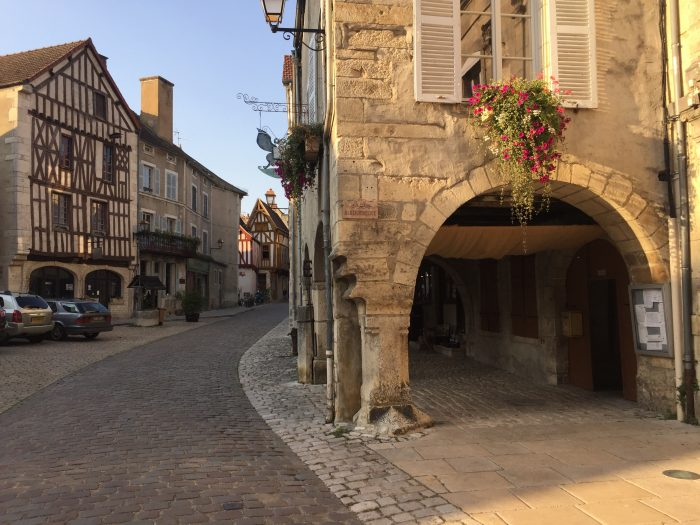 Noyers-sur-Serein FRANCE A VELO